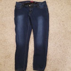 Lot 129 Women's ymi blue Jean's bundle size 18